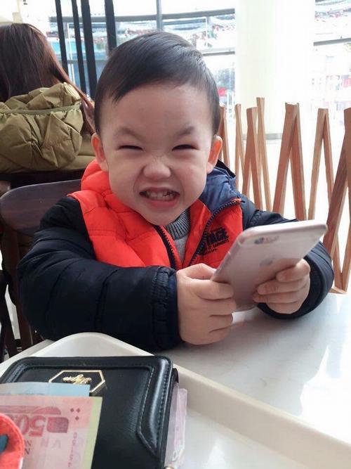 Bé trai 3 tuổi nói tiếng Anh sõi hơn tiếng Việt - 1