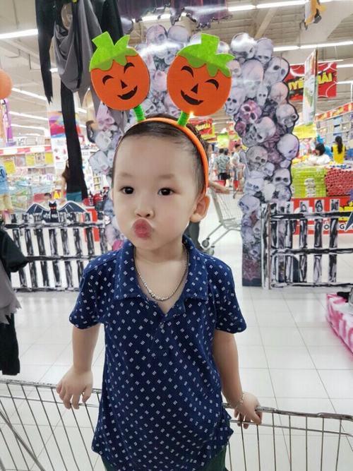 Bé trai 3 tuổi nói tiếng Anh sõi hơn tiếng Việt - 3