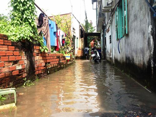 Vỡ bờ bao ven sông Sài Gòn, nhiều người dân trắng tay - 3