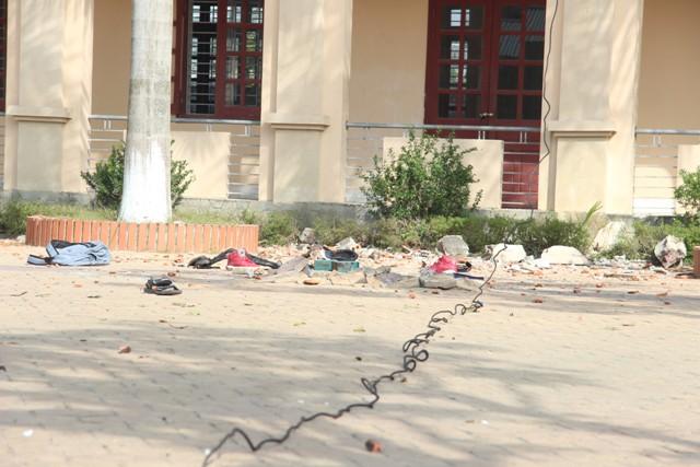 Sập cần cẩu ở Nghệ An: Nhiều học sinh hoảng loạn - 2
