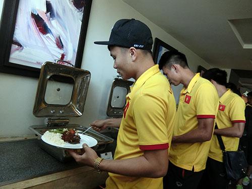 Tuyển Việt Nam tới Myanmar, sắp xung trận đua cup vàng - 4