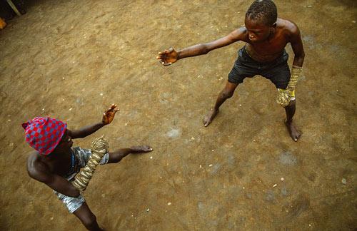 """""""Võ bùa"""" châu Phi: Môn đấu nguy hiểm chẳng kém UFC - 6"""