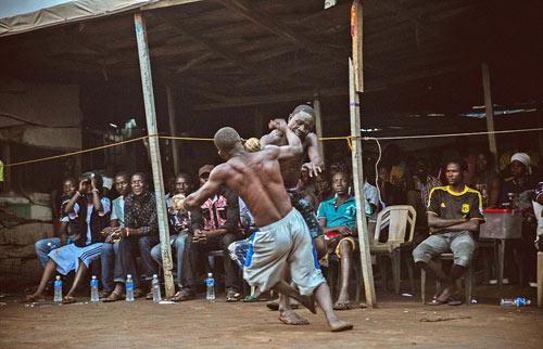 """""""Võ bùa"""" châu Phi: Môn đấu nguy hiểm chẳng kém UFC - 1"""