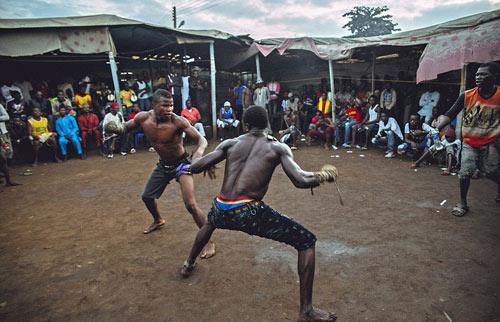 """""""Võ bùa"""" châu Phi: Môn đấu nguy hiểm chẳng kém UFC - 2"""