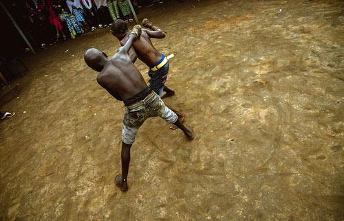 """""""Võ bùa"""" châu Phi: Môn đấu nguy hiểm chẳng kém UFC - 3"""