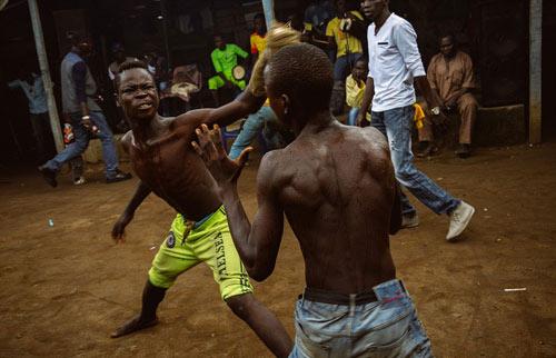 """""""Võ bùa"""" châu Phi: Môn đấu nguy hiểm chẳng kém UFC - 5"""