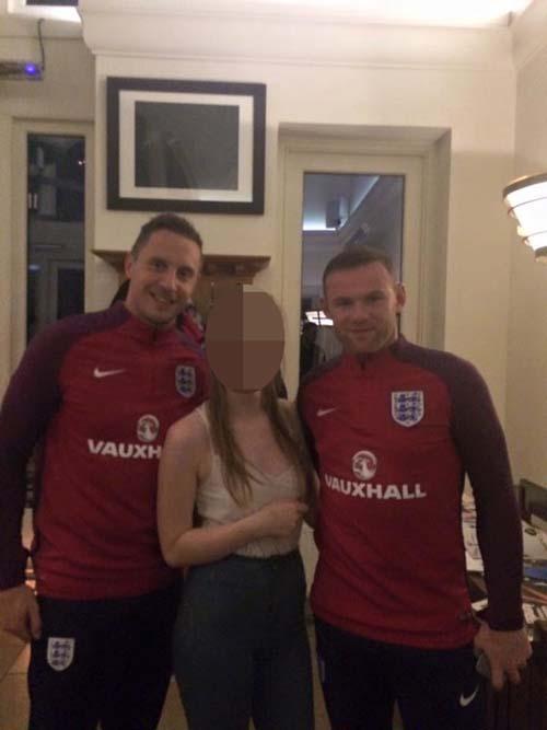 ĐT Anh: Xả trại, Rooney say xỉn ở quán bar - 1