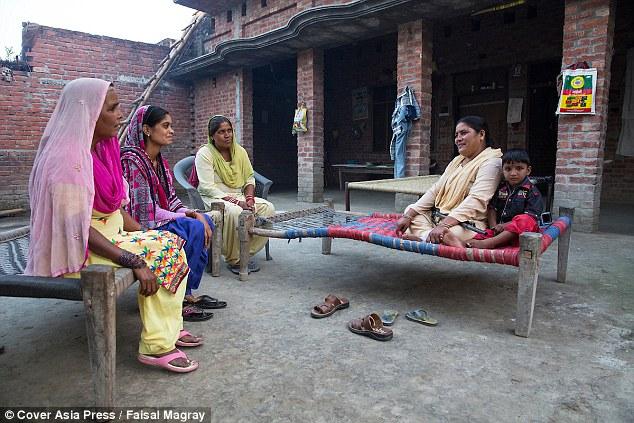 """Ấn Độ: Người phụ nữ cầm súng chuyên """"xử"""" kẻ hiếp dâm - 5"""