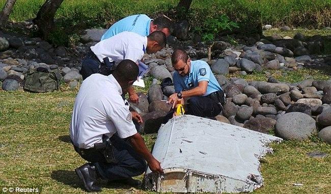 Cơ trưởng MH370 đâm xuống biển để cứu hàng ngàn người? - 2