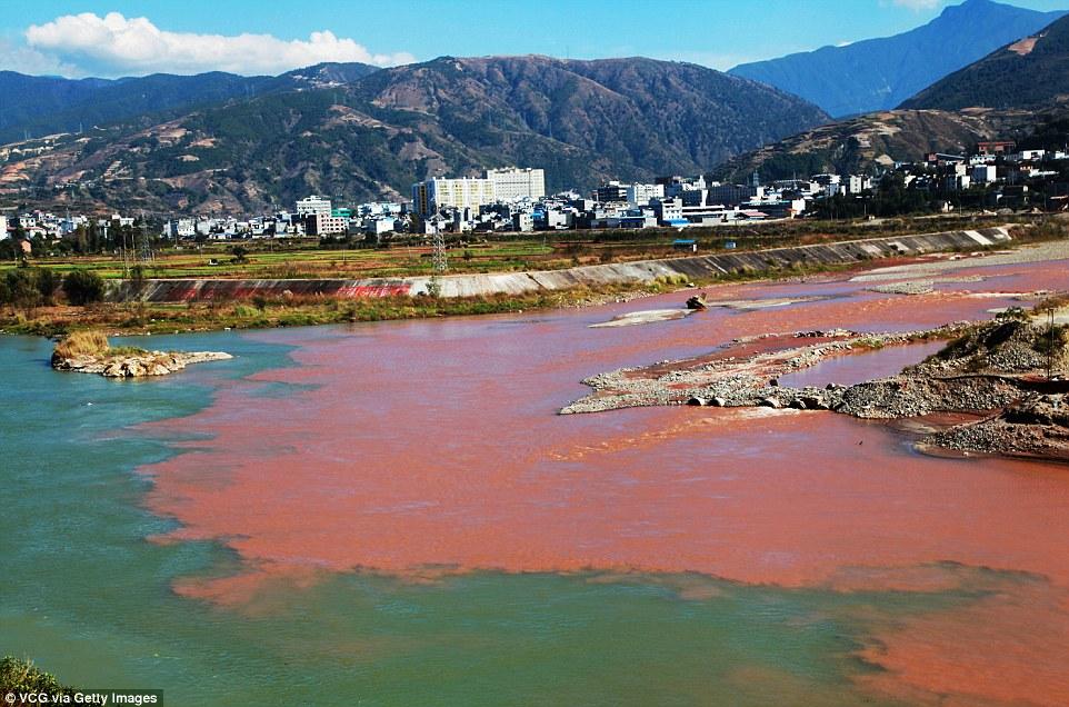 """Dòng sông """"máu"""" bí ẩn ở Trung Quốc - 2"""