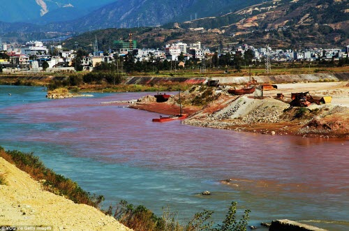 """Dòng sông """"máu"""" bí ẩn ở Trung Quốc - 3"""