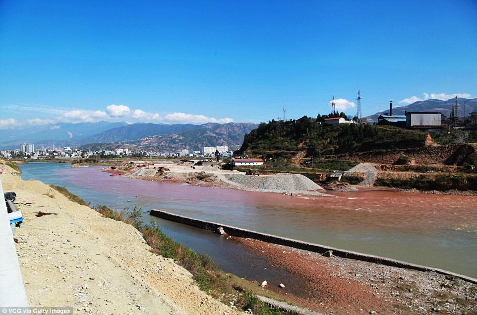 """Dòng sông """"máu"""" bí ẩn ở Trung Quốc - 4"""