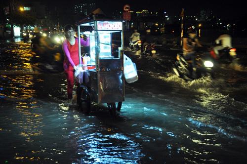 Đường sóng sánh nước, người Sài Gòn bì bõm lội về nhà - 8