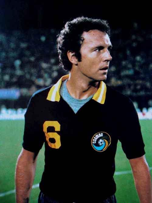 Huyền thoại bỏ CLB tên tuổi ở tuổi 31: Từ Maradona đến Messi - 4