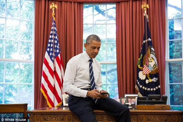 Ai quản lý Facebook của ông Obama khi rời Nhà Trắng? - 1