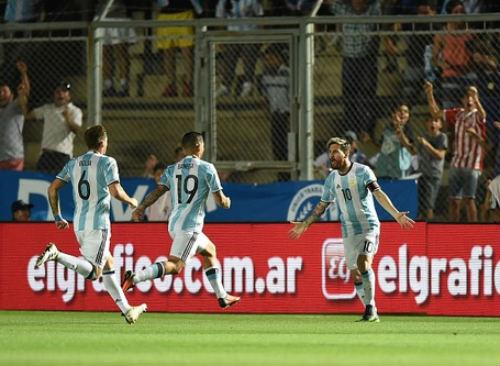 Argentina - Colombia: Đêm diễn của Messi - 1