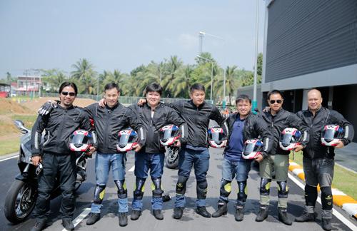 Hàng trăm xe phân khối lớn hội tụ tại trường đua quốc tế Sepang - 2