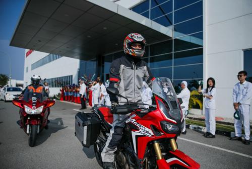 Hàng trăm xe phân khối lớn hội tụ tại trường đua quốc tế Sepang - 4
