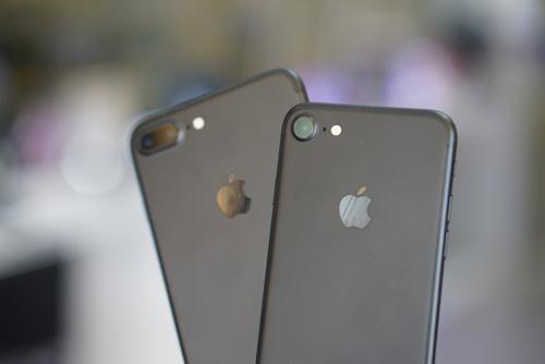 Trên tay iPhone 7/ 7plus đen nhám chính hãng tại Viễn Thông A - 1
