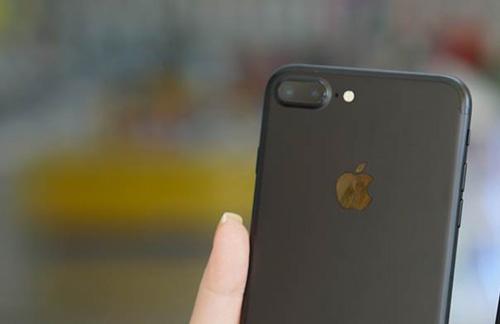 Trên tay iPhone 7/ 7plus đen nhám chính hãng tại Viễn Thông A - 4