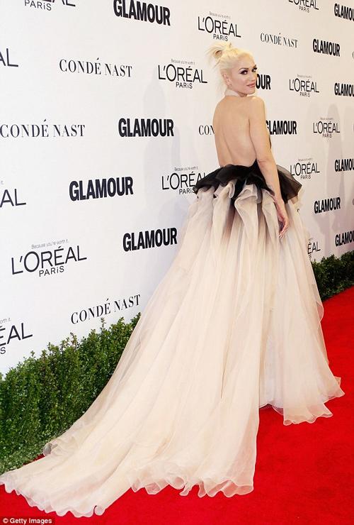 Siêu mẫu Anh đánh bật dàn mỹ nữ với váy khoe 80% cơ thể - 7
