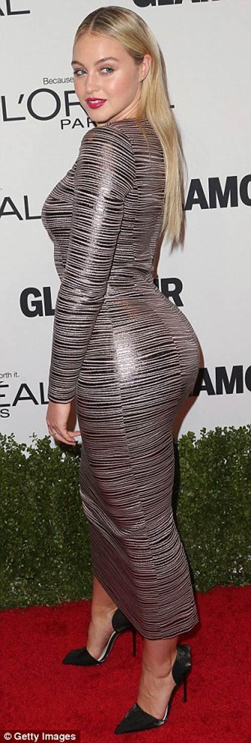 Siêu mẫu Anh đánh bật dàn mỹ nữ với váy khoe 80% cơ thể - 17