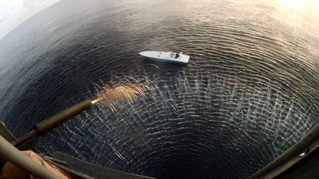Lính bắn tỉa Anh hạ thuyền cao tốc bằng một phát đạn - 2