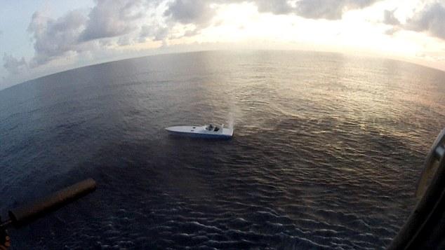 Lính bắn tỉa Anh hạ thuyền cao tốc bằng một phát đạn - 1
