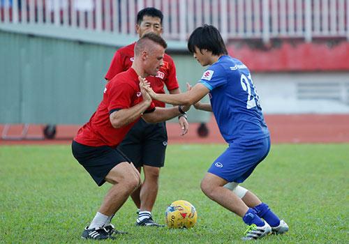 AFF Cup: HLV Hữu Thắng lo nhất chấn thương Tuấn Anh - 1