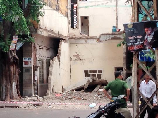 Tháo dỡ nhà, một công nhân bị sàn bê tông đè chết - 1