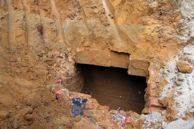 Phát hiện 2 ngôi mộ cổ cạnh trường mầm non - 1