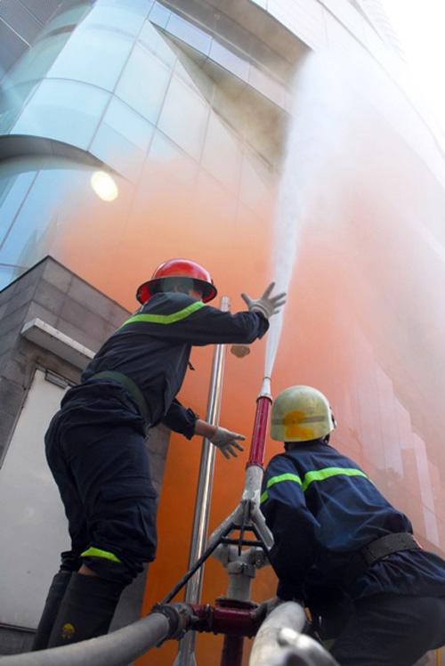 Kịch bản cháy nổ kịch tính ở toà nhà cao nhất Sài Gòn - 11