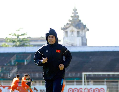 Tin nhanh AFF Cup: ĐTVN tập kín, HLV Hữu Thắng cấm cửa báo chí - 1