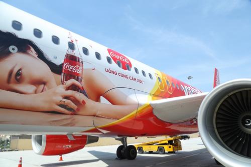Ấn tượng chiếc máy bay mang hình ảnh Coca-Cola - 1