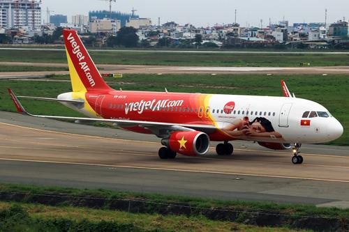 Ấn tượng chiếc máy bay mang hình ảnh Coca-Cola - 3
