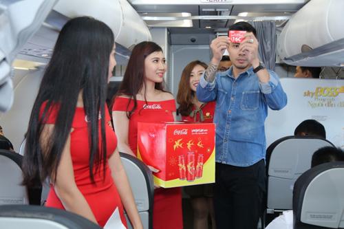 Ấn tượng chiếc máy bay mang hình ảnh Coca-Cola - 4