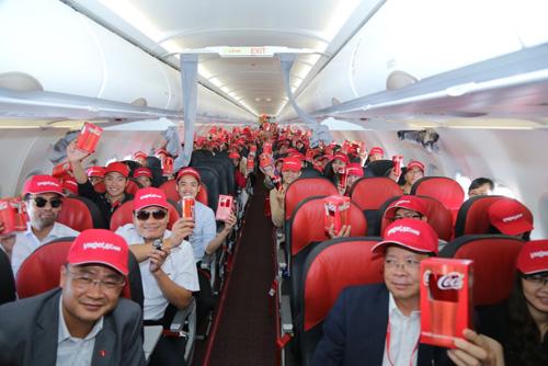 Ấn tượng chiếc máy bay mang hình ảnh Coca-Cola - 5