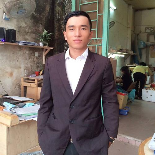 Cử nhân 23 tuổi đứng lề đường bán gỗ vụn - 2