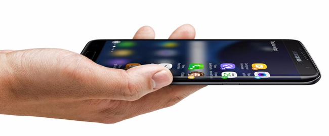 Màn hình cạnh cong của Galaxy S7 Edge thông minh hơn người anh em S7, bạn có thể truy cập được nhiều ứng dụng hơn, lưu được nhiều danh bạ hơn