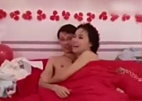 TQ: Cô dâu chú rể bị ép thân mật trước mặt khách mời - 3