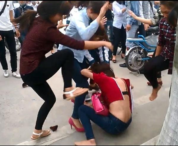 Nạn bạo lực học đường: Bộ trưởng Bộ GD-ĐT nhận trách nhiệm - 1