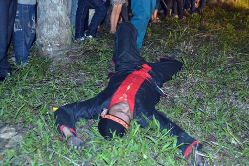 Thanh niên, già làng tung tăng chân trần lao vào lửa đỏ - 12