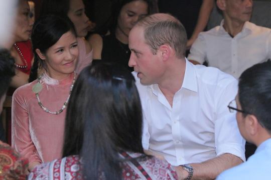 Hoàng tử Anh dạo phố cổ, ngồi cà phê vỉa hè Hà Nội - 3