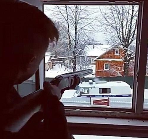 """Nga: Cặp thiếu niên """"live"""" cảnh đấu súng với cảnh sát rồi tự tử - 1"""