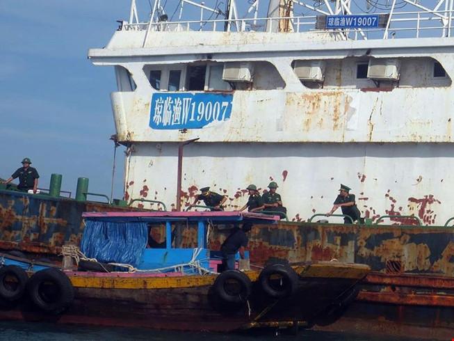 Làm rõ con tàu Trung Quốc bí ẩn trôi trên biển - 1