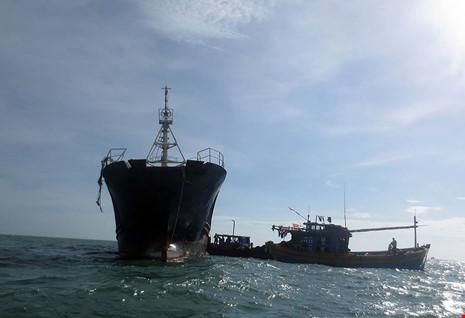 Làm rõ con tàu Trung Quốc bí ẩn trôi trên biển - 2