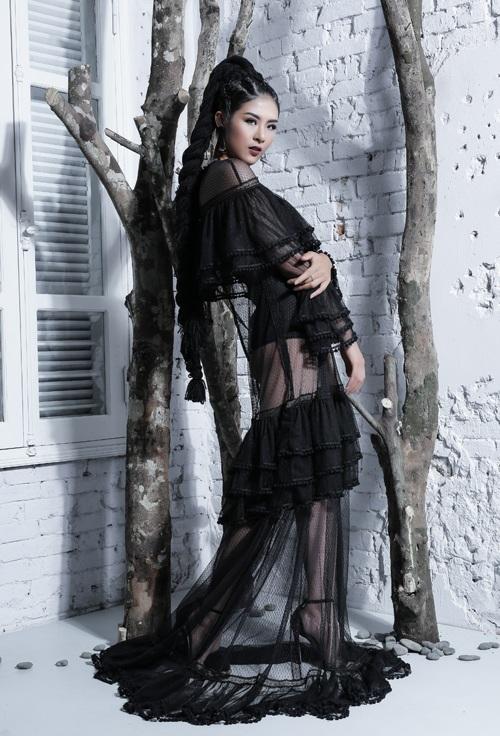 Ngọc Hân, Thúy Vân khoe dáng vệ nữ với ren voan xuyên thấu - 7