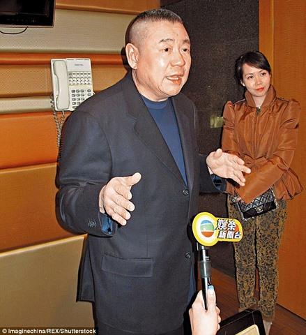 Chia tay vợ, tỉ phú Hong Kong tặng quà 8.800 tỉ - 1