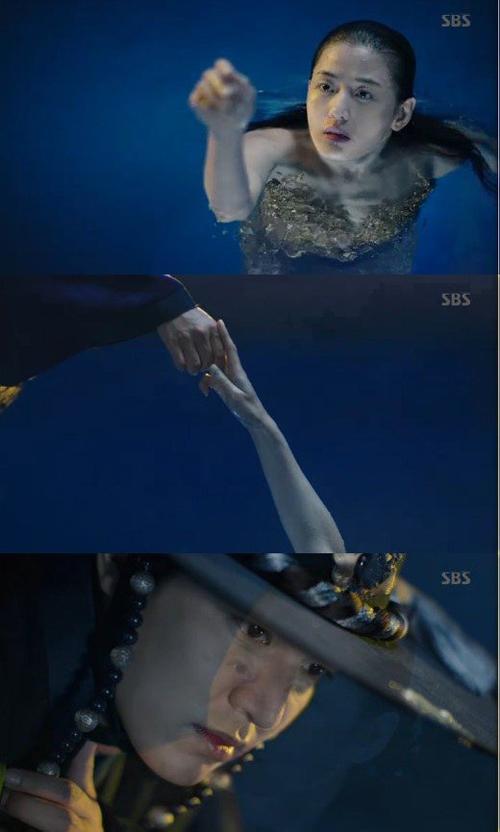 Vừa ra mắt, phim của Lee Min Ho đã vượt Hậu duệ mặt trời - 3