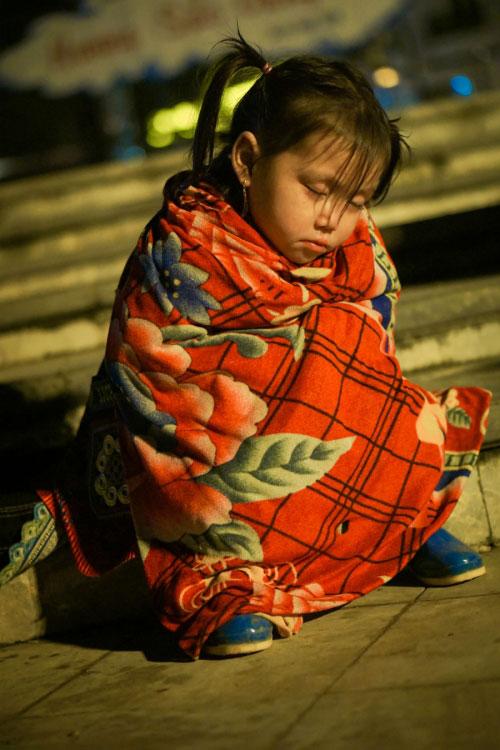 Đằng sau bức ảnh cô bé tựa thiên thần ở Sapa gây bão - 6